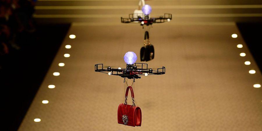 drony pokaz