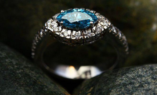 Jak nosić pierścionki?