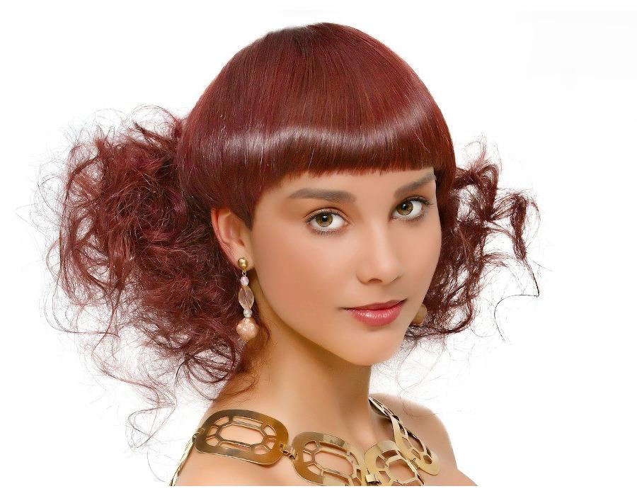 modne fryzury 2020 na włosy do ramion