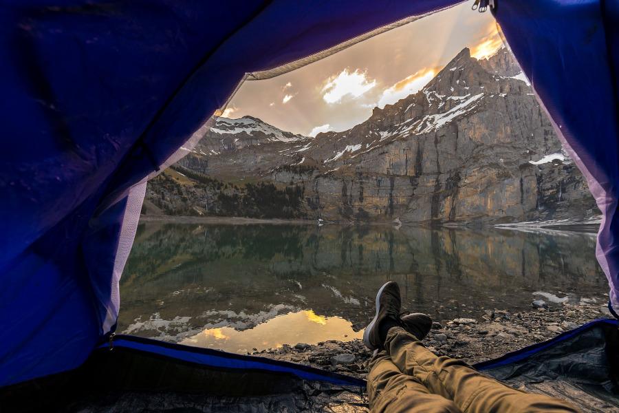 bezpieczne wakacje pod namiotem