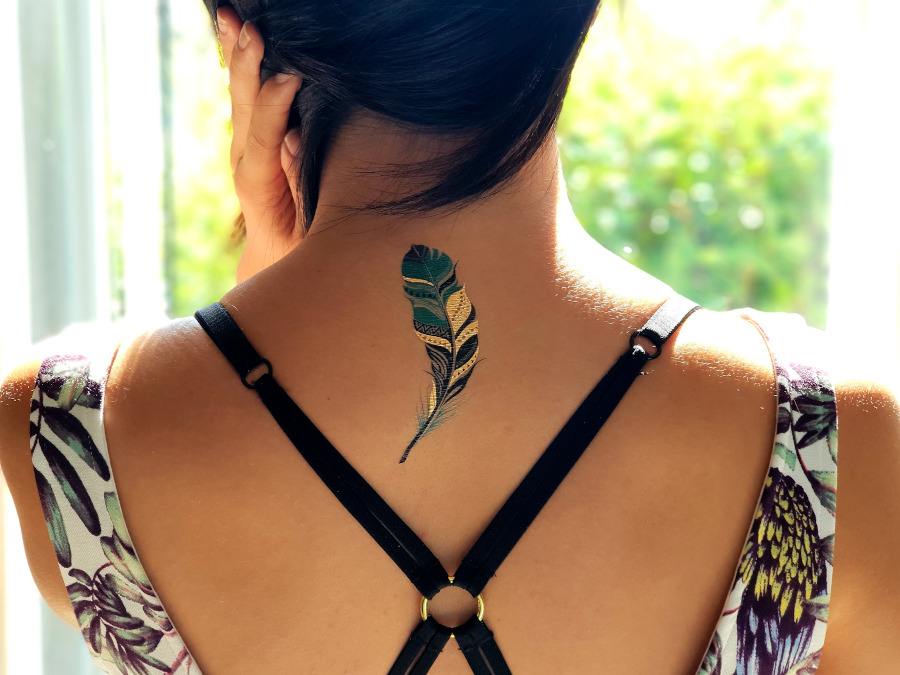 tatuaz damski na karku